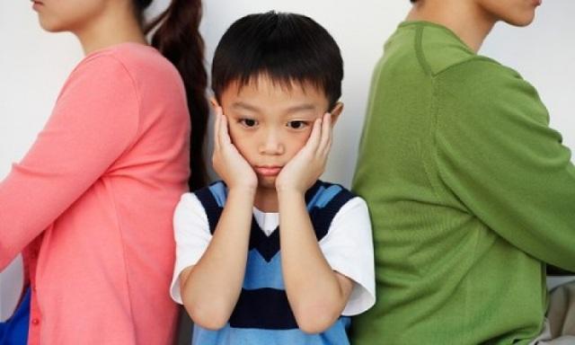 Nhiều vợ chồng mâu thuẫn căng thẳng vì bất đồng quan điểm trong việc dạy con. Ảnh minh họa