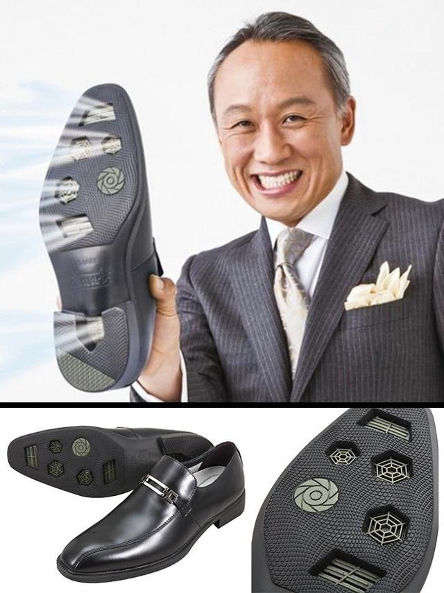 Xua tan nỗi lo bàn chân ra mồ hôi, gây mùi khó chịu với chiếc giày điều hòa có một không hai.