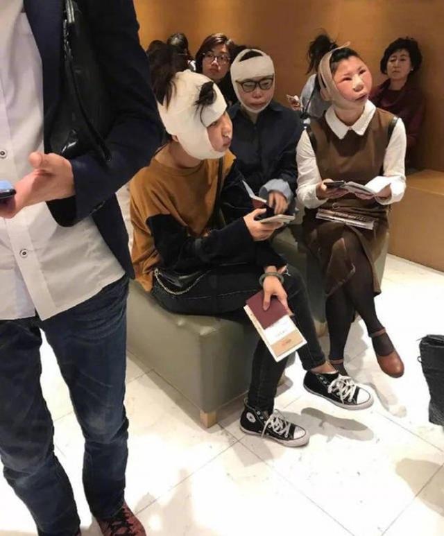 3 người phụ nữ bị nhân viên hải quan Hàn Quốc chặn lại vì gương mặt sau phẫu thuật sưng vù, khác xa với hình ảnh trên hộ chiếu