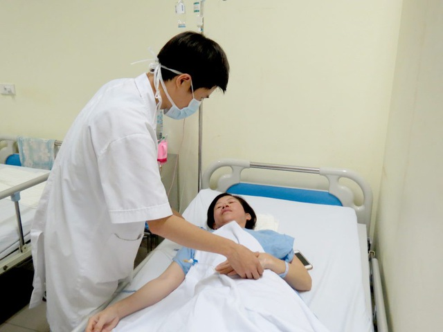 Sau ca mổ loại bỏ u hốc mắt 5 tiếng, bệnh nhân đã tỉnh táo. Ảnh: M.T