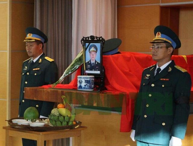 Hình ảnh về tang lễ tại Anh của phi công Việt Nam vừa tử nạn - 3