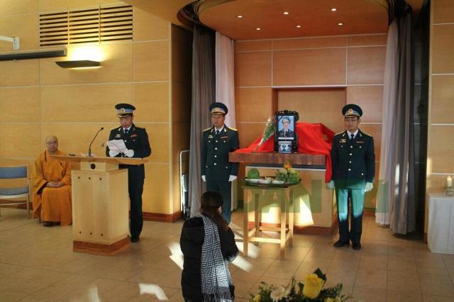 Tang lễ Thiếu tá phi công Nguyễn Thành Trung tại Anh có gia đình, đồng đội