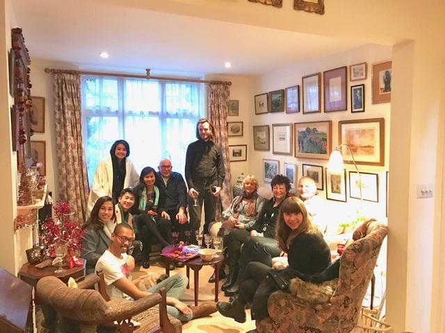 Phí Linh có cơ hội trải nghiệm đêm Giáng sinh với nhiều kỉ niệm ở Anh.