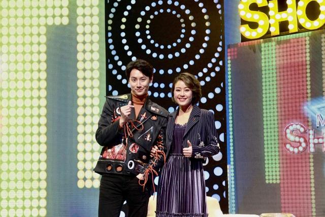 Phí Linh và Rocker Nguyễn - nhân vật khách mời trong talkshow cô đảm nhiệm vai trò host.