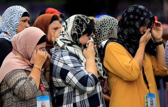 Khoảng 1.500 dân thường vẫn mắc kẹt hoặc bị phiến quân bắt giữ làm con tin ở Marawi.