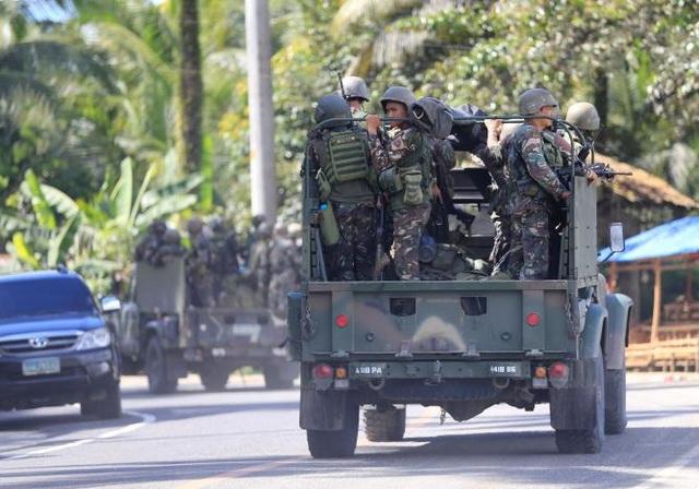 Binh lính Philippines được điều động tới thành phố Marawi chống bạo loạn (Ảnh: Reuters)