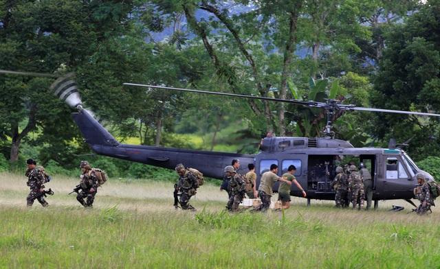 Trực thăng của quân đội chính phủ Philippines tham gia vào chiến dịch chống phiến quân tại Marawi (Ảnh: Reuters)