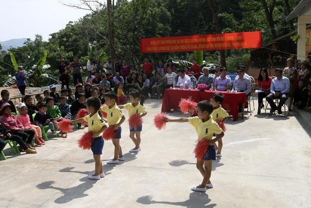Náo nức ngày khánh thành công trình phòng học Dân trí thứ 11 tại Hà Giang - 8