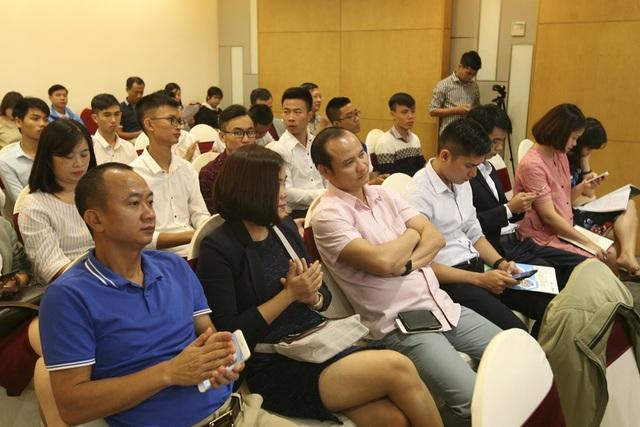 Đông đảo phóng viên báo chí tham dự.