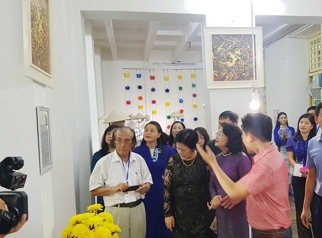 Những tác phẩm hội họa Huế được Phó Chủ tịch nước quan tâm