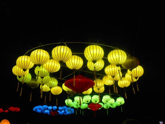 Phố đèn lồng, nghệ thuật sắp đặt đèn lồng chào xuân Đinh Dậu 2017