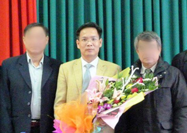 Ông Phan Tiến Diện (giữa) trong ngày bổ nhiệm Phó Giám đốc Sở Tài nguyên và Môi trường tỉnh Sơn La.