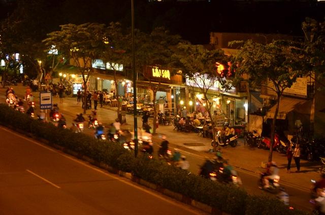 """""""phố nhậu"""" Phạm Văn Đồng"""