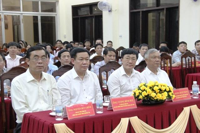 Phó Thủ tướng Vương Đình Huệ và lãnh đạo tỉnh Quảng Trị trong buổi gặp gỡ các Mẹ VNAH