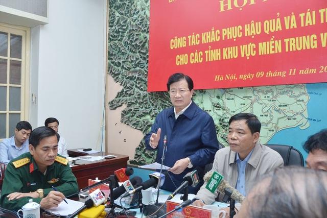 Phó Thủ tướng Trịnh Đình Dũng đề nghị các địa phương tập trung khắc phục thiệt hại do bão số 12, không để người dân nào bị đói, rét, dịch bệnh.