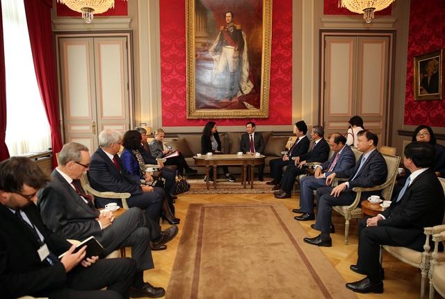 Phó Thủ tướng Vương Đình Huệ hội kiến Chủ tịch Thượng viện Bỉ Christine Defraigne
