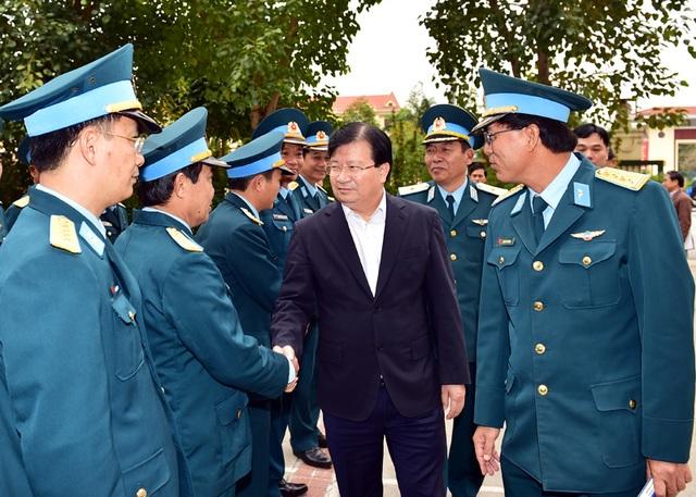 Phó Thủ tướng làm việc với đơn vị tư vấn xây dựng công trình hàng không của Bộ Quốc phòng.