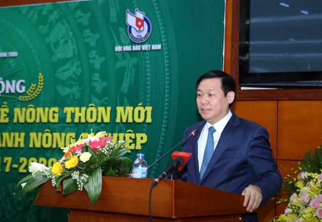 Phó Thủ tướng Vương Đình Huệ mong muốn các nhà báo hãy đến gần hơn nữa với cuộc sống của người nông dân.