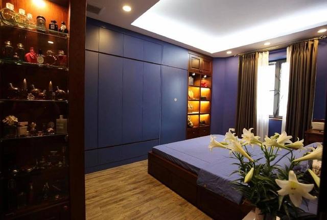 Phòng ngủ màu xanh tạo cảm giác mát lành sau một ngày làm việc mệt mỏi.