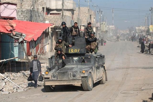 Lực lượng đặc nhiệm Iraq tuần tra tại thành phố Mosul. (Nguồn: AFP/TTXVN)