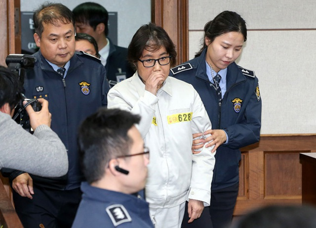 Xuất hiện với tư cách là bị cáo tại phiên tòa do Tòa án quận trung tâm Seoul tiến hành từ hồi giữa tháng 12, bà Choi Soon-sil vẫn bác bỏ mọi cáo buộc. Ảnh: Reuters.