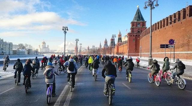 Đoàn diễu hành bắt đầu từ khu vực chân tường điện Kremlin.