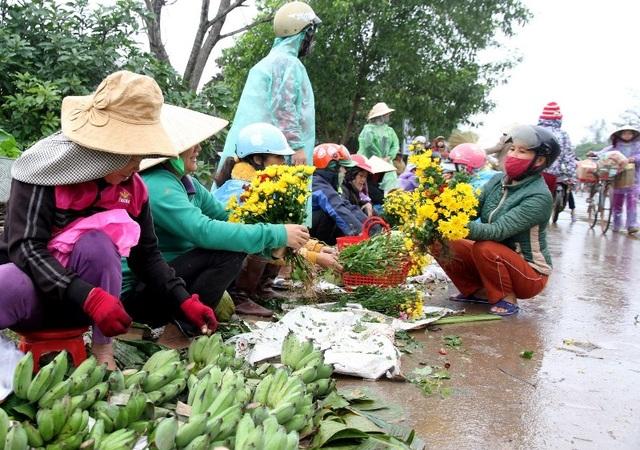Những sản vật được đưa đến bán ở chợ đều do chính tay người nông dân làm ra