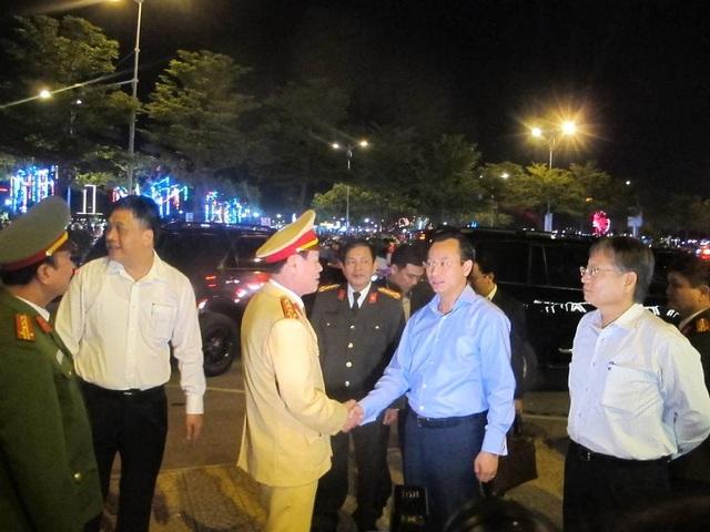 Bí thư Nguyễn Xuân Anh thăm và chúc Tết các cán bộ, chiến sĩ công an đang làm nhiệm vụ trong đêm giao thừa