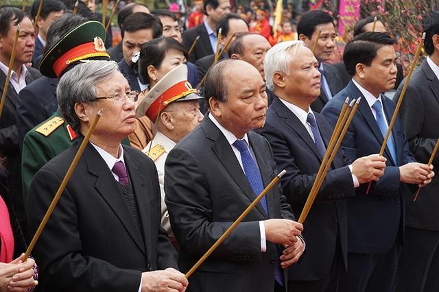 Thủ tướng Nguyễn Xuân Phúc cùng đoàn đại biểu Trung ương và TP Hà Nội dâng hương tại Lễ kỷ niệm 228 năm chiến thắng Ngọc Hồi - Đống Đa