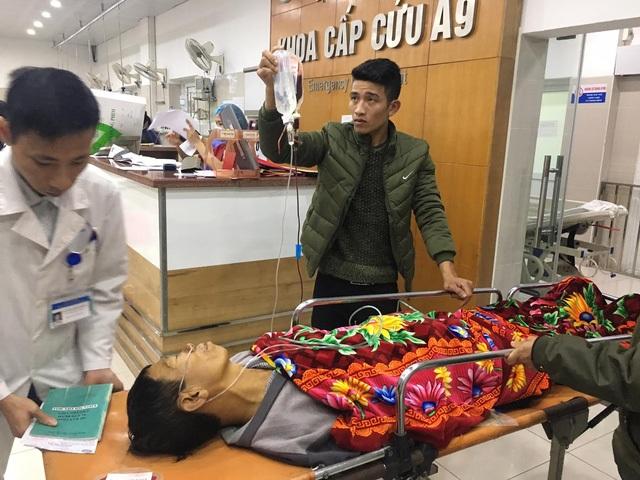 Bệnh nhân được đưa đến khoa Cấp cứu (BV Bạch Mai) sáng ngày mùng 5 Tết. Ảnh: H.Hải