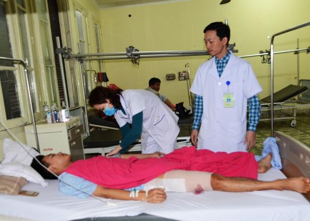 Bệnh nhân nhập viện điều trị tại Bệnh viện Chấn thương chỉnh hình Nghệ An tối 30 Tết.