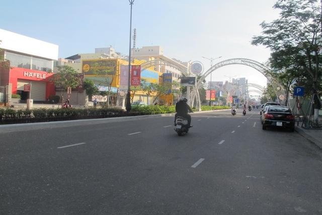 Đường phố Đà Nẵng bình yên sáng mùng một Tết