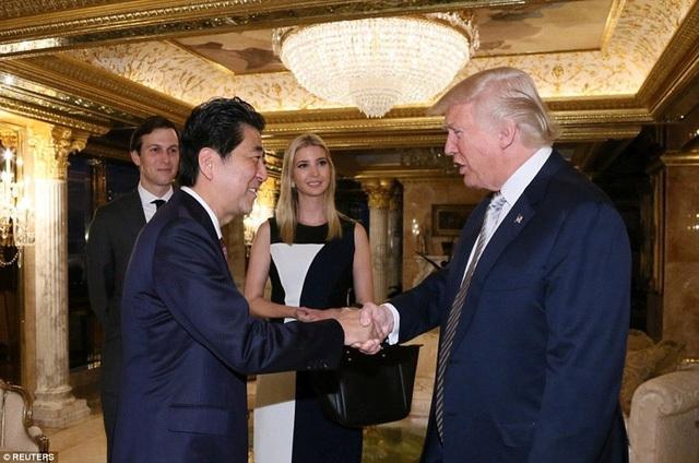 Thủ tướng Shinzo Abe đã gặp Tổng thống đắc cử Donald Trump tại New York ngày 17/11/2016 (Ảnh: Reuters)