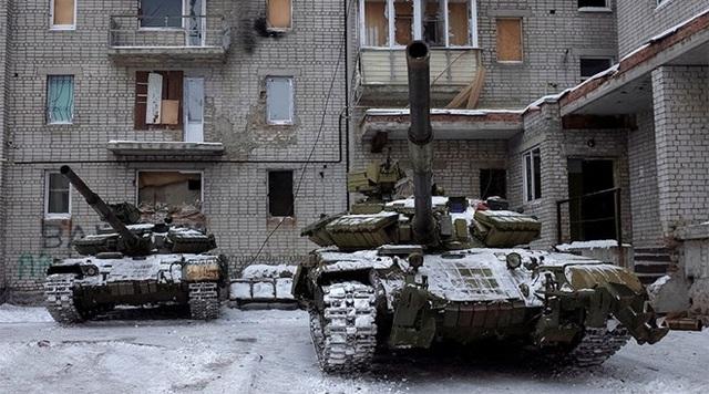 Xe tăng xuất hiện ở thành phố Avdeevka ngày 2/2. (Nguồn: Reuters)