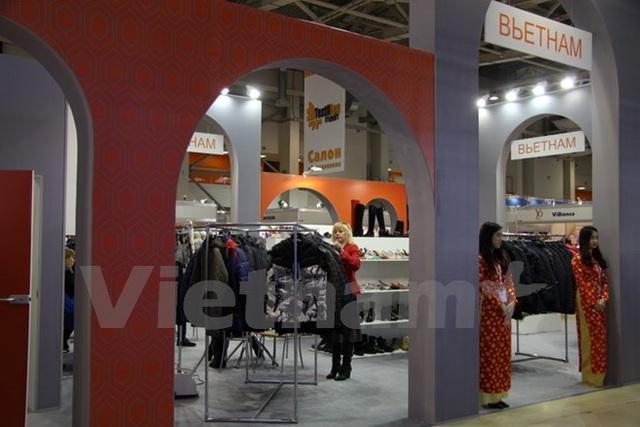 Gian hàng Việt Nam tại Hội chợ triển lãm thiết bị và công nghệ công nghiệp nhẹ toàn liên bang Nga lần thứ 48. (Ảnh: Dương Trí/Vietnam+)