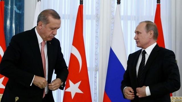 Tổng thống Nga Vladimir Putin (phải) và Tổng thống Thổ Nhĩ Kỳ Recep Tayyip Erdogan. (Nguồn: Reuters)