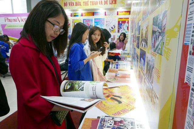 Điểm đáng mừng là Hội báo toàn quốc đang thu hút sự quan tâm của nhiều bạn trẻ, cho thấy giới trẻ không thờ ơ với nền báo chí nước nhà. (Ảnh: Quý Đoàn).