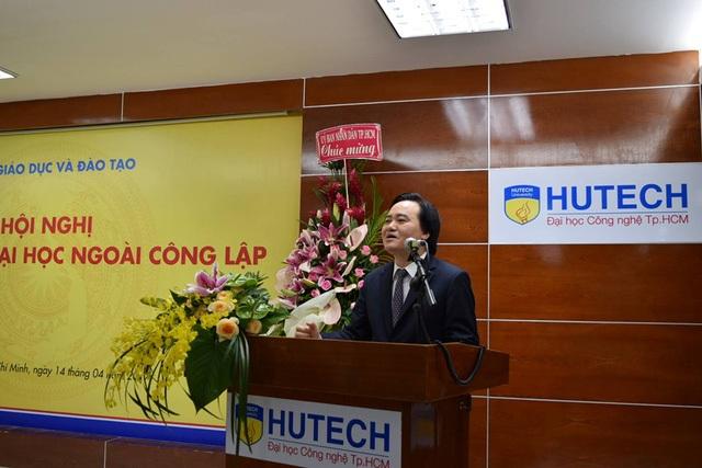 Bộ trưởng Bộ GD-ĐT Phùng Xuân Nhạ phát biểu hội nghị