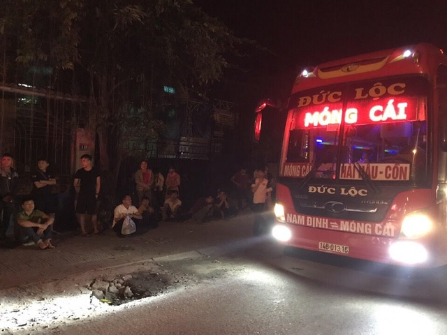 CSGT phát hiện và xử phạt một xe khách 40 chỗ nhồi nhét 70 khách