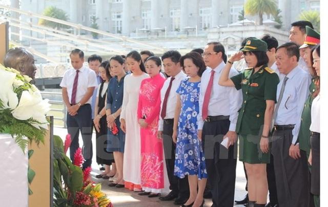 Người Việt tại nước ngoài kỷ niệm 127 năm ngày sinh Chủ tịch Hồ Chí Minh - 6
