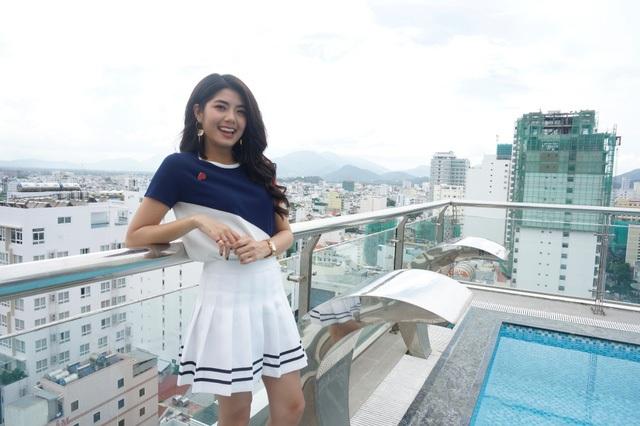 VJ Đàm Phương Linh rạng rỡ tại thành phố biển Nha Trang