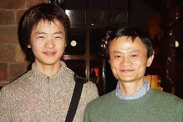 Jack Ma và con trai. (Nguồn: ntdtv.com)