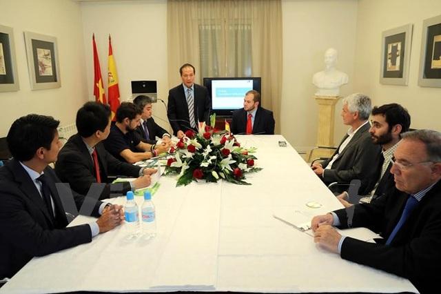 Thứ trưởng Bộ Thương mại Cao Quốc Hưng phát biểu tại cuộc họp báo. (Ảnh: Ngự Bình/Vietnam+)