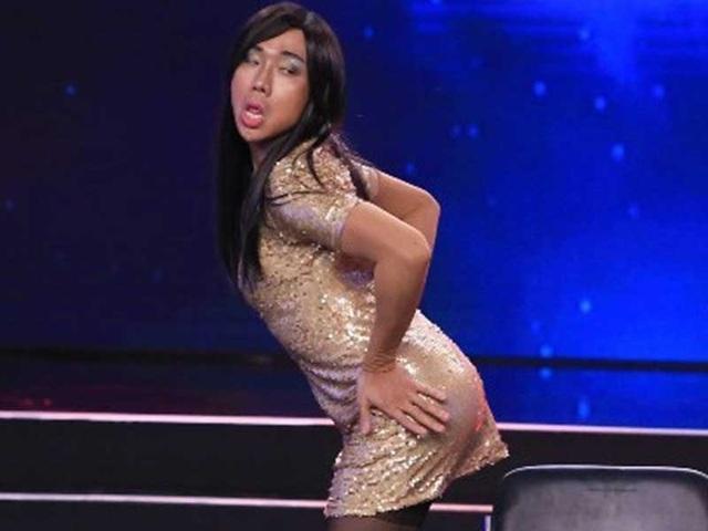 Màn hóa trang thành Phi Thanh Vân của Trấn Thành trong chương trình Bí mật đêm Chủ nhật khiến khán giả bất bình.