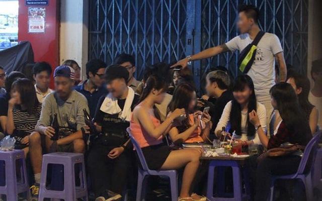 Giới trẻ Việt Nam đang quá thừa... thời gian. Ảnh: Internet.