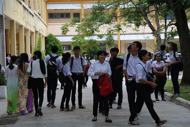 Thí sinh tại tỉnh Tây Ninh trong buổi thi sáng nay (ảnh Thái Sơn)