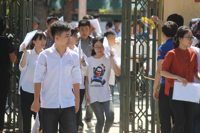Thời tiết tại Thanh Hóa nắng nóng khiến thí sinh khá mệt mỏi