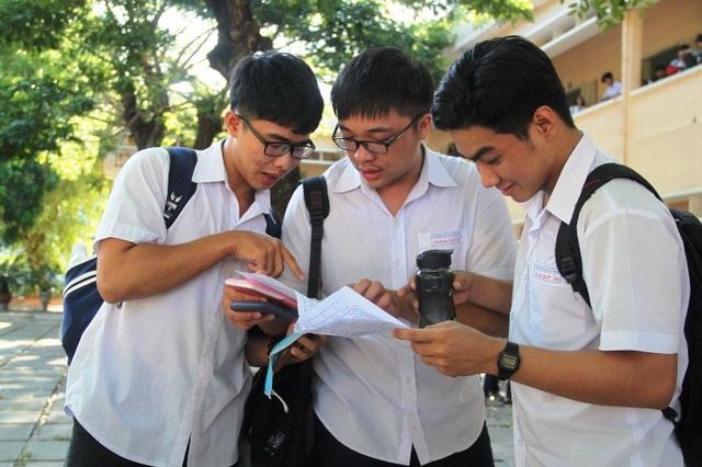 Thí sinh tại Bình Định hoàn thanh bài thi môn Toán với nhiều tâm trạng (ảnh Doãn Công)