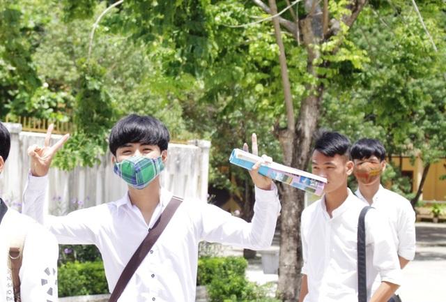 Thí sinh ở Quảng Ngãi phấn khởi sau buổi thi cuối cùng