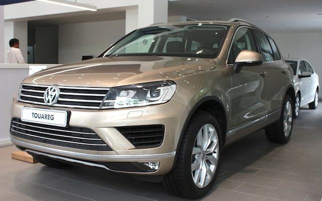 Mẫu xe sang Volkswagen Touareg được giảm tới gần 300 triệu đồng.